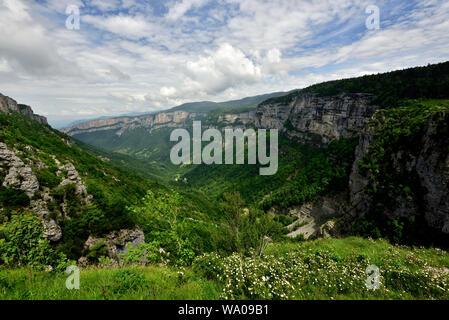 Cirque de Combe, canyon, rock faces, clouds, Laval, Parc natural régional du Vercors, Isère department, France, 30055557 *** Local Caption *** - Stock Photo