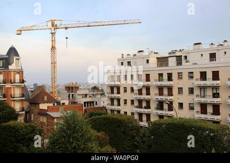Chantier de construction d'un immeuble. / Construction site of a building. - Stock Photo