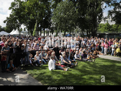 Berlin, Germany. 18 August 2019. Numerous visitors follow the panel discussion during the Federal Government's Open Day. Credit: dpa picture alliance/Alamy Live News - Stock Photo