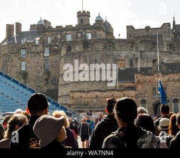 Crowds of tourists and visitors on the esplanade in front of Edinburgh Castle, Scotland, UK. - Stock Photo