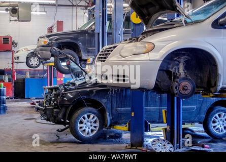 Auto repair shop working on vehicles - Stock Photo