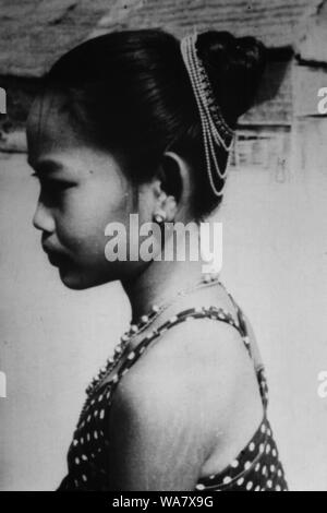 AJAXNETPHOTO. 1953-1957 (APPROX). INDO CHINA. VIETNAM. (IN-COUNTRY LOCATION UNKNOWN.) -  YOUNG VIETNAMESE GIRL WITH TRADITIONAL HAIR DECORATION.PHOTO:JEAN CORRE/AJAXREF:RX7_191508_228 - Stock Photo