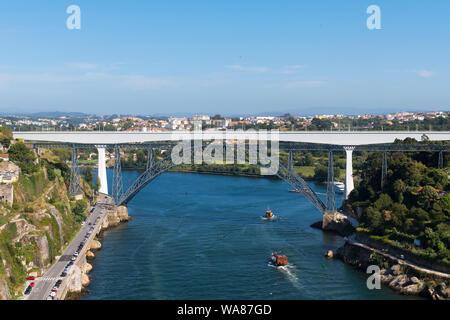 Portugal Oporto Porto Ponte de São João & Ponte de Dona Maria Pia  Rio River Douro water cars traffic boats panorama - Stock Photo