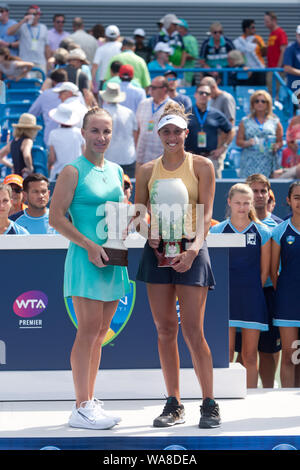 Cincinnati, OH, USA. 18th Aug, 2019. Western and Southern Open Tennis, Cincinnati, OH; August 10-19, 2019. Madison Keys with the trophy during the Western and Southern Open Tennis tournament played in Cincinnati, OH. Keys won 7-5 7-6. August 18, 2019. Photo by Wally Nell/ZUMAPress Credit: Wally Nell/ZUMA Wire/Alamy Live News - Stock Photo