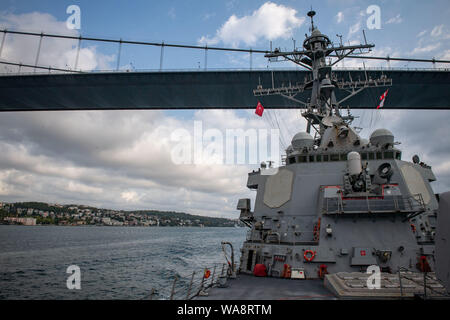BLACK SEA (Aug. 16, 2019) — The Arleigh Burke-class guided-missile destroyer USS Porter (DDG 78) heads to Golcuk, Turkey, for a scheduled port visit, Aug. 16, 2019. Porter, forward-deployed to Rota, Spain, is on its seventh patrol in the U.S. 6th Fleet area of operations in support of U.S. national security interests in Europe and Africa. (U.S. Navy photo by Mass Communication Specialist 3rd Class T. Logan Keown/Released) - Stock Photo