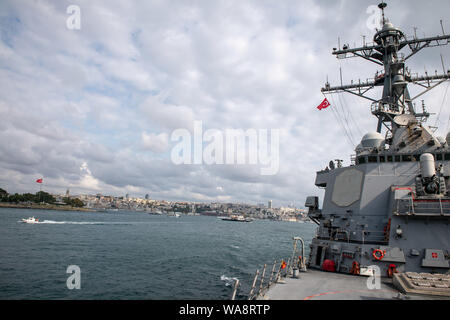 BLACK SEA (Aug. 16, 2019) — The Arleigh Burke-class guided-missile destroyer USS Porter (DDG 78) makes way to Golcuk, Turkey, for a scheduled port visit, Aug. 16, 2019. Porter, forward-deployed to Rota, Spain, is on its seventh patrol in the U.S. 6th Fleet area of operations in support of U.S. national security interests in Europe and Africa. (U.S. Navy photo by Mass Communication Specialist 3rd Class T. Logan Keown/Released) - Stock Photo