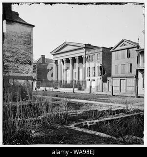 Charleston, S.C. Hibernian Hall (with columns; 105 Meeting Street), place of meeting after the burning of Secession Hall Abstract: Selected Civil War photographs, 1861-1865 - Stock Photo