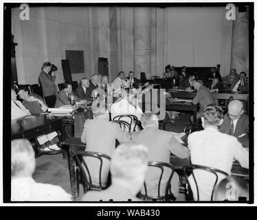 Col. Knox appears before Senate Naval Affairs Committee. Washington, D.C., July 2. A general view of the Senate Naval Affairs Committee room as Col. Frank Knox testified today regarding his qualifications to be secretary of the Navy. Knock can bee seen on the right facing the Committee, 7-2-40 - Stock Photo