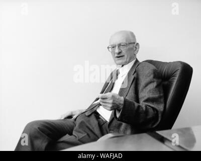 Warsaw, 2001. Dr. Professor Wladyslaw Bartoszewski (born 19.02.1922). Politician, journalist, professor, scholar, former Auschwitz concentration camp inmate, soldier of National Polish Army, Polish resistance activist, Warsaw Uprising partisan, Minister of Foreign Affairs, and honorary citizen of Israel. fot. Grzegorz Galezia/Krzysztof Bialoskorski/FORUM - Stock Photo