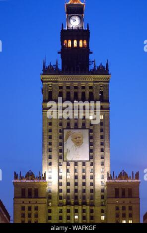 Warsaw, 06.04.2005. Mourning after the death of Pope John Paul II. A portrait of the Pope was hung on the Palace of Culture and Science building. Fot. Adam Chelstowski/FORUM - Stock Photo