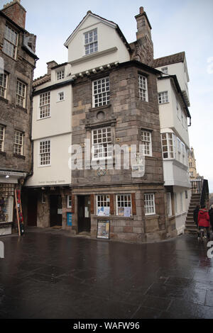 John Knox House the Scottish Storytelling Centre, High Street on the Royal Mile in Edinburgh Scotland - Stock Photo