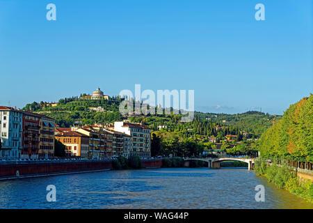 Fluss, Etsch, Ortsansicht, Santuario della Madonna di Lourdes, Verona Italien (Italia), 30077055 - Stock Photo