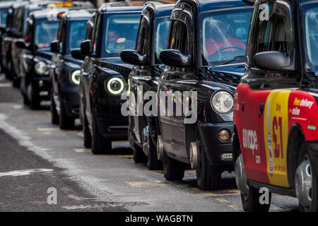 London Taxi Rank, London Taxis, London Taxi Queue, London Taxi Line. Black Cabs wait outside a station in Central London. - Stock Photo