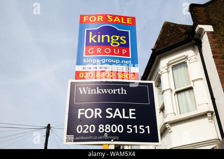 London, UK. 21st Aug, 2019. Estate agents property for sale boards on display outside a residential property in north London. The number of house sales increased in August 2019 according to Rightmove, up 6.1% a year earlier. Credit: Dinendra Haria/SOPA Images/ZUMA Wire/Alamy Live News - Stock Photo