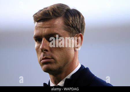 London, UK. 21st Aug, 2019. Fulham Head Coach Scott Parker looks on. EFL Skybet championship match, Fulham v Millwall at Craven Cottage in London on Wednesday 21st August 2019. this image may only be used for Editorial purposes. Editorial use only, license required for commercial use. No use in betting, games or a single club/league/player publications . pic by Steffan Bowen/Andrew Orchard sports photography/Alamy Live news Credit: Andrew Orchard sports photography/Alamy Live News - Stock Photo