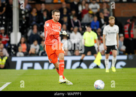 London, UK. 21st Aug, 2019. Marcus Bettinelli of Fulham during the EFL Sky Bet Championship match between Fulham and Millwall at Craven Cottage, London, England on 21 August 2019. Photo by Carlton Myrie. Editorial use only, license required for commercial use. No use in betting, games or a single club/league/player publications. Credit: UK Sports Pics Ltd/Alamy Live News - Stock Photo
