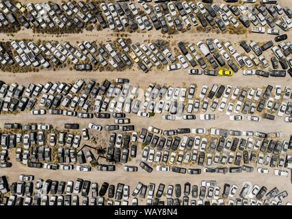 Aerial view of cars in the corralón, municipal corralón, cars stopped,Vista aerea de autos en el corralón, corralón municipal, automóviles detenidos. Hermosillo. Sonora. Photo: (NortePhoto / LuisGutierrez) keywords: aerial, aerial, aerial photo, aerial photography, urban, urbanity, city, many, lines, rectangle, rectangles, geometry, several, car, cars, motoring, cars, lanscape, urban landscape, luz de dia, daylight, aerial, aerea, aerial photo, aerial photography, urban, urbanidad, ciudad,  muchos, lineas, rectángulo, rectángulos, geometria, varios, car, cars, automovilismos , automóviles, lan - Stock Photo