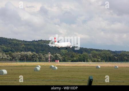 Airbus A321-111, Reg: HB-IOC beim Anflug zum Flughafen Zürich (ZRH). 15.08.2019 - Stock Photo