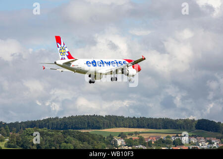 Airbus A320-214, Reg: HB-IHX beim Anflug zum Flughafen Zürich (ZRH). 15.08.2019 - Stock Photo