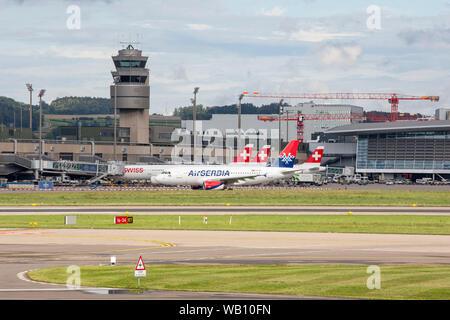 Vorfeld am Flughafen Zürich (ZRH). 15.08.2019 - Stock Photo
