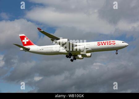 Airbus A340-313X, Reg: HB-JMA beim Anflug zum Flughafen Zürich (ZRH). 15.08.2019 - Stock Photo