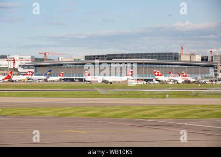 Vorfeld Flughafen Zürich (ZRH). 15.08.2019 - Stock Photo