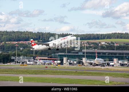 Airbus A321-111, Reg: HB-IOC beim Abflug vom Flughafen Zürich (ZRH). 15.08.2019 - Stock Photo
