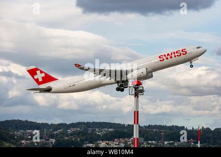 Airbus A330-343, Reg: HB-JHM beim Abflug vom Flughafen Zürich (ZRH). 15.08.2019 - Stock Photo