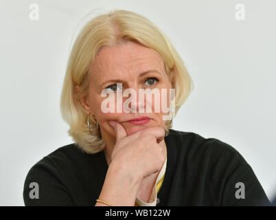 Berlin, Germany. 17th Apr, 2019. Berlin traffic senator Regine Günther on 17.4.2019 during an interview in her study. Credit: Thomas Uhlemann/dpa-zentralbild/ZB/dpa/Alamy Live News - Stock Photo
