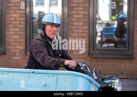 Jürgen Becker auf einem Motorrad mit Beiwagen beim Fototermin zum WDR-Film 'Besuch aus dem Westen - Jürgen Becker unterwegs im Osten Deutschlands' im - Stock Photo