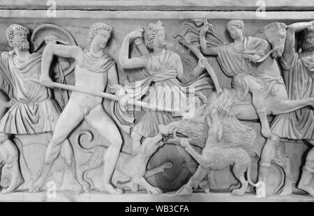 Wild boar hunting scene carved on a Roman sarcophagus. Rome Italy - Stock Photo