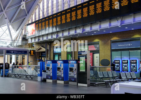 Kings Cross, London, UK. 24th August 2019. Kings Cross station closed for the Bank Holiday weekend for engineering works. Credit: Matthew Chattle/Alamy Live News - Stock Photo