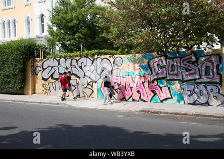 Notting Hill, UK. 24th Aug, 2019. Preparations get underway for the Annual Notting Hill Carnival which takes place on the 25th and 26th August. People and businesses start to board up windows and doors to protect their property from vandalism. Credit: Keith Larby/Alamy Live News - Stock Photo