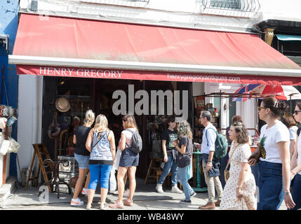 London,UK,24th August 2019,Glorious Sunshine with high temperatures in Portobello Road Market which is a world famous market. People continued to browse the stalls despite the heat and warnings to stay out of the mid day sunshine.Credit: Keith Larby/Alamy Live News - Stock Photo