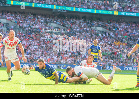 London, UK. 24th Aug 2019. St Helens v Warrington Wolves Coral Challenge Cup Final 2019 at Wembley Stadium - Warrington Wolves Daryl Clark scores the third try Credit: John Hopkins/Alamy Live News - Stock Photo