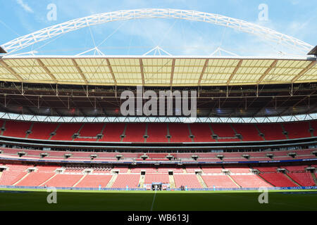 24th August 2019 , Wembley Stadium, London England ; 2019 Coral Challenge Cup Final ; St Helens vs Warrington Wolves ;    Credit: Richard Long/News Images - Stock Photo