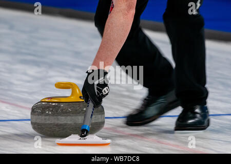 Raleigh, North Carolina, USA. 24th Aug, 2019. Aug. 24, 2019 Ã RALEIGH, N.C., US - Team Scotland in action during Curling Night in America at the Raleigh Ice Plex. Curling Night in America featured members of the U.S. Olympic menÃs gold medal team from the 2018 Winter Olympics in South Korea, the U.S. womenÃs team, as well as teams from Italy, Japan, and Scotland, Aug. 22-24, 2019. Credit: Timothy L. Hale/ZUMA Wire/Alamy Live News - Stock Photo