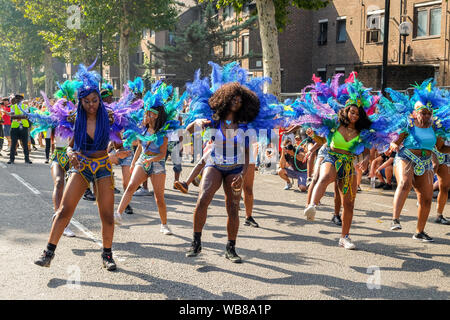 Notting Hill, London, UK. 25th Aug, 2019. Notting Hill Carnival family day parade. Credit: Matthew Chattle/Alamy Live News - Stock Photo