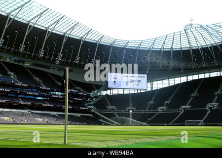 London, UK. 25th Aug, 2019. General view inside the Tottenham Hotspur stadium prior to kick off. Premier league match, Tottenham Hotspur v Newcastle Utd at The Tottenham Hotspur Stadium in London on Sunday 25th August 2019. this image may only be used for Editorial purposes. Editorial use only, license required for commercial use. No use in betting, games or a single club/league/player publications . pic by Steffan Bowen/Andrew Orchard sports photography/Alamy Live news Credit: Andrew Orchard sports photography/Alamy Live News - Stock Photo