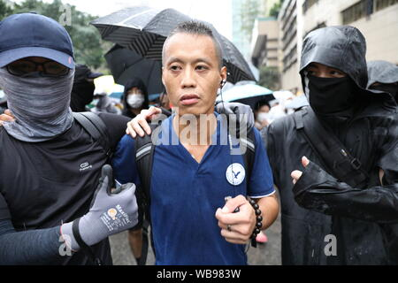 Hong Kong, China. 25th Aug, 2019. 25th August 2019. Hong Kong Anti Extradition Bill protest march in Tsuen Wan and Kwai Tsing. After a peaceful march major clashes took place, with protesters 5th throwing bricks, bottles and molotovs at police lines who were firing constant tear gas, rubber bullets and pepper balls. Police also fired live rounds at one point. Protesters dispersed once police mobilized 2 water cannon vehicles. Credit: David Coulson/Alamy Live News - Stock Photo