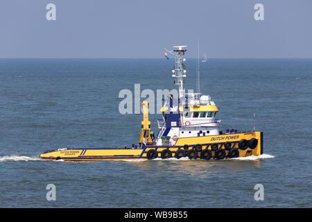shallow draft anchor handling tug DUTCH POWER inbound Rotterdam - Stock Photo