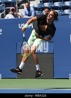 New York, USA. 25th Aug, 2019. Flushing Meadows New York US Open Tennis 25/08/2019 Stefanos Tsitsipas (GRE) practices today on Louis Armstrong Court Credit: Roger Parker/Alamy Live News - Stock Photo