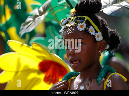 London, UK. 25th Aug, 2019. A performer participates in the 2019 Notting Hill Carnival Family Day in London, Britain on Aug. 25, 2019. Originated in the 1960s, the carnival is a way for Afro-Caribbean communities to celebrate their cultures and traditions. Credit: Han Yan/Xinhua/Alamy Live News - Stock Photo