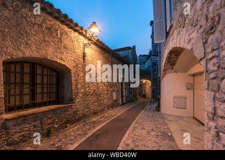 Saint-Paul-de-Vence, twilight in small alley, Alpes-Maritimes, Provence-Alpes-Côte d'Azur, france