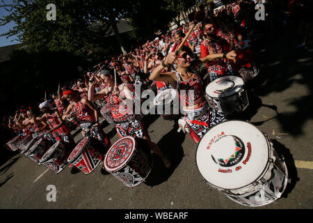 London, UK. 26th Aug, 2019. Revellers perform during a parade of the 2019 Notting Hill Carnival in London, UK, on Aug. 26, 2019. Originated in the 1960s, the carnival is a way for Afro-Caribbean communities to celebrate their cultures and traditions. Credit: Tim Ireland/Xinhua Credit: Xinhua/Alamy Live News - Stock Photo