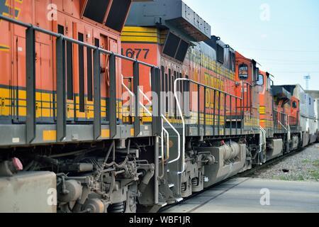 Berwyn, Illinois, USA. Diesel units leading a Burlington Northern Santa Fe intermodal freight train departing the railroad's Cicero Yard. - Stock Photo