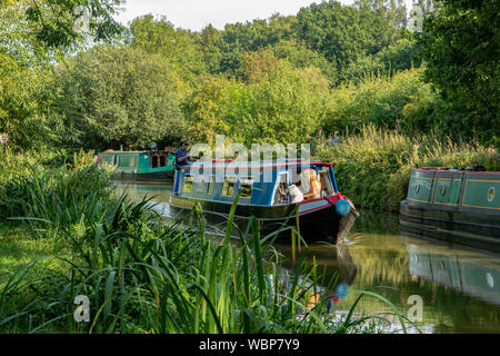 Narrow Boats on Grand Union Canal, Linslade, Bedfordshire, England - Stock Photo