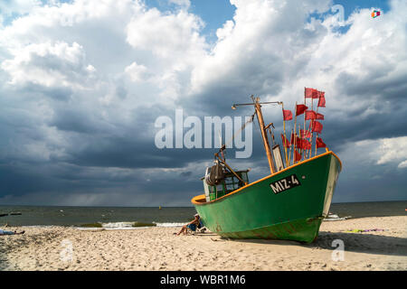 Fischerboot am Ostsee Strand von Misdroy / Miedzyzdroje, Insel Wolin, Westpommern,  Polen, Europa  |  fishing boat at the baltic beach in Miedzyzdroje - Stock Photo