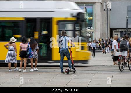 Alexanderplatz, Haltestelle am Strassenbahn, Bahnhof, Passanten, Berlin, - Stock Photo