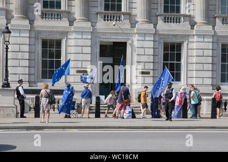 Westminster, London, UK. 27 August 2019. Pro-Europe supporters demonstrate outside Cabinet Office. Opposition MPs take first steps towards trying to block a no-deal Brexit as the UK prepares to leave the EU on 31 October with or without a deal. - Stock Photo